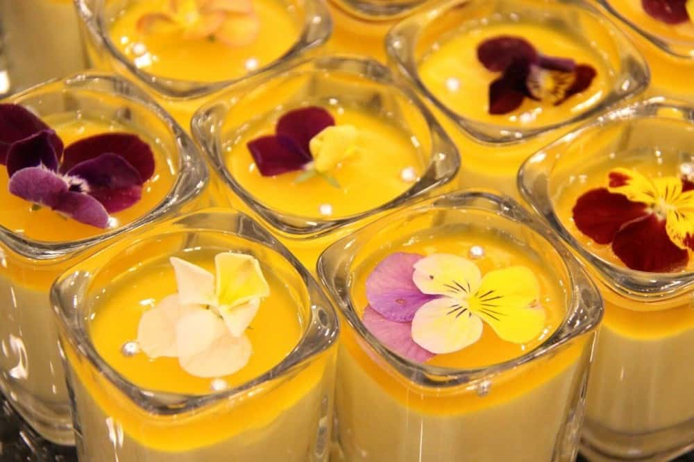 Edible flowers for desserts (1)